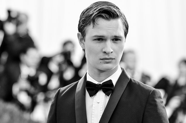 Ansel Elgort channels Ryan Gosling for his cover of 'City of Stars' fr...