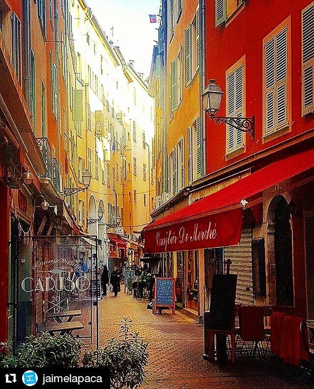 Superbe photo du vieux #nice06 par  : @efrenchcafe #cotedazurfrance #alpesmaritime #ville #city #france #frenchriviera #golf #cotedazur<br>http://pic.twitter.com/GGSl1Q4ZmU