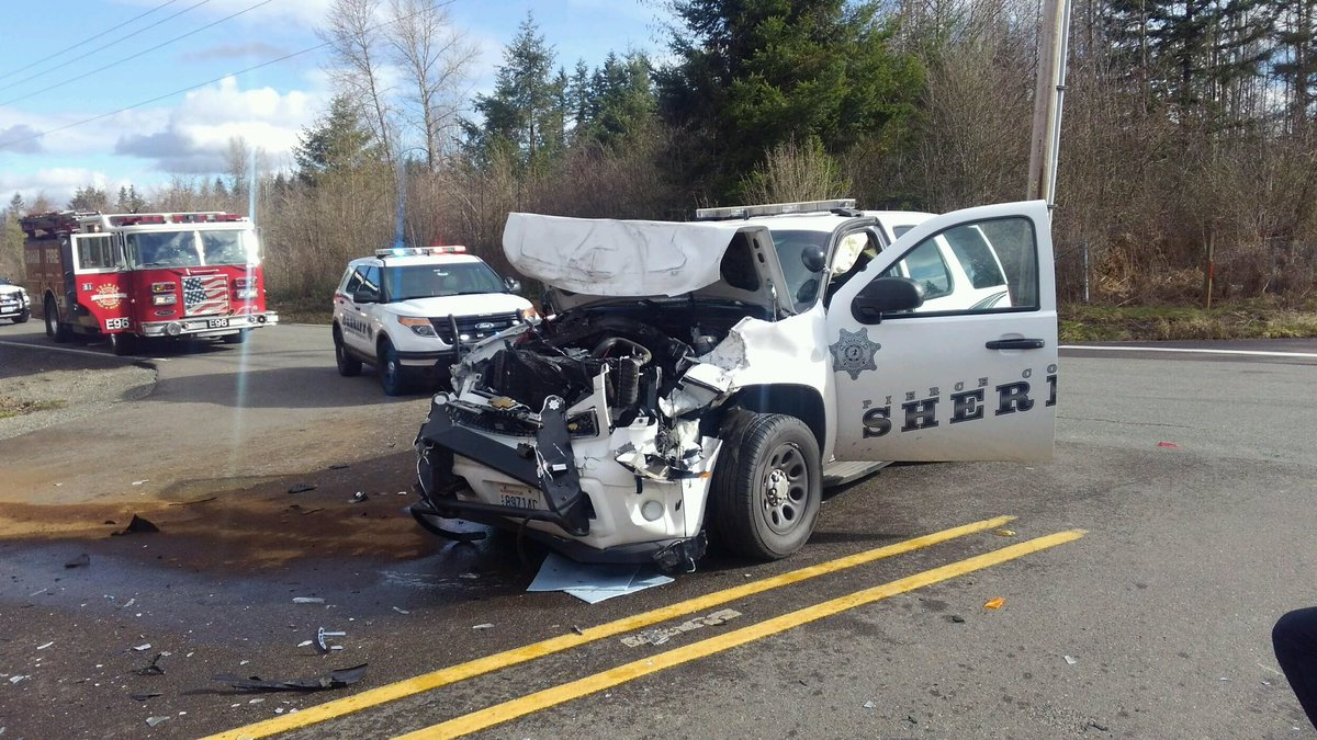 #IAFF726 firefighters are onscene of a #MVA involving a Pierce County Deputy on Orting Kapowsin Hwy/ 264th St E in #Graham. Avoid the area. <br>http://pic.twitter.com/lM6mxLvh9L