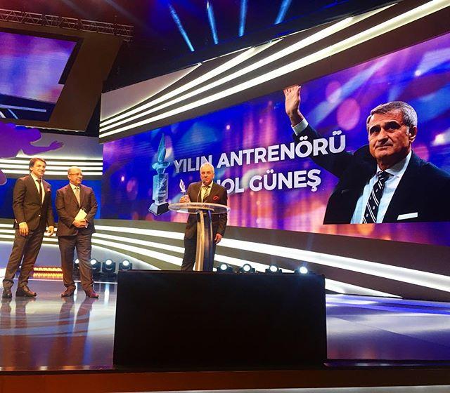 Teknik Direktörümüz Şenol Güneş, Milliyet Spor Ödüllerinde 'Yılın Antr...