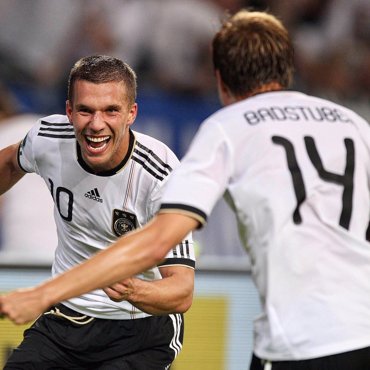Was always a pleasure to play with you for @DFB_Team_EN 😀👍 @Podolski10...