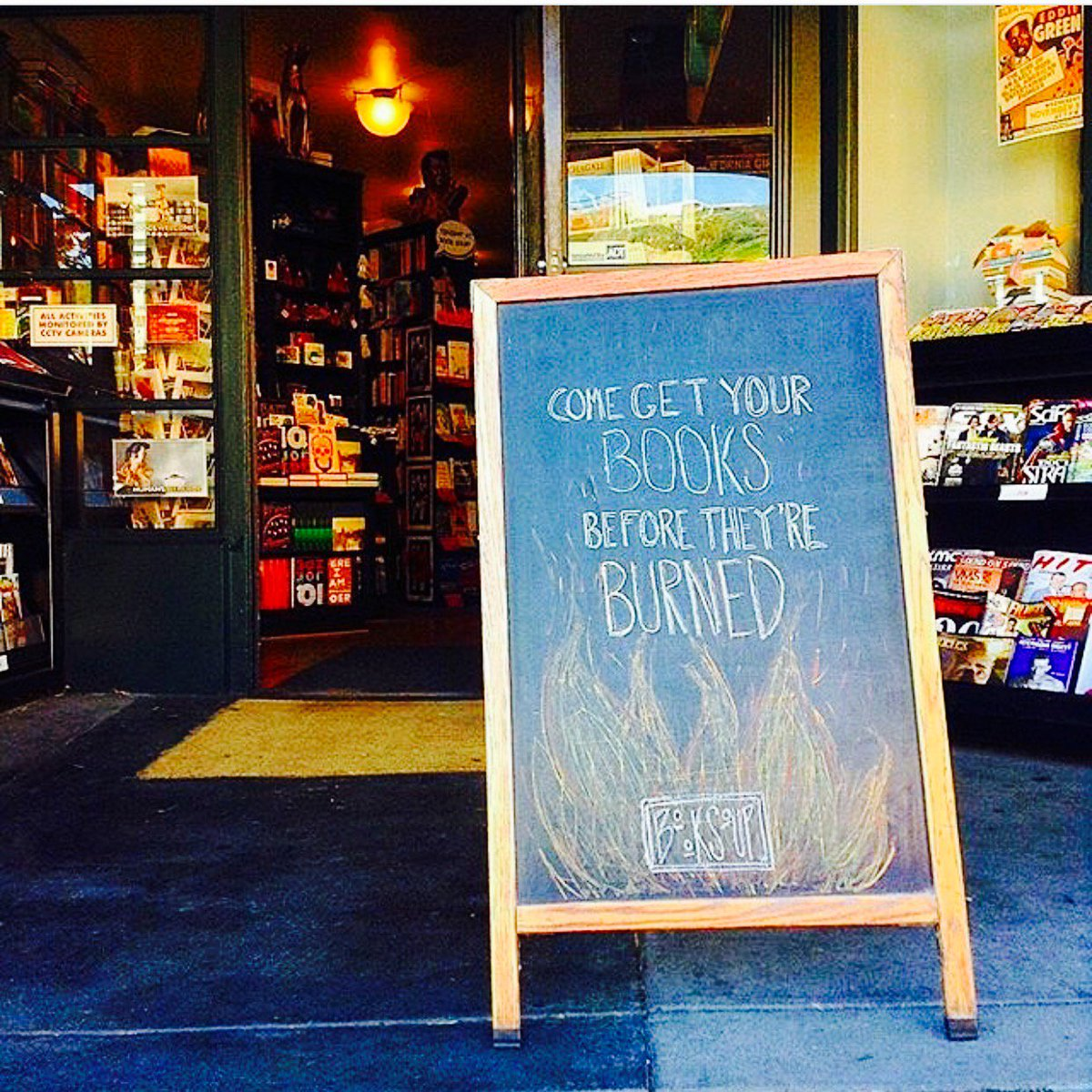 A neighborhood favorite @BookSoup! #wehowednesday (photo from @westhollywood)pic.twitter.com/9ak9gdV6Hs
