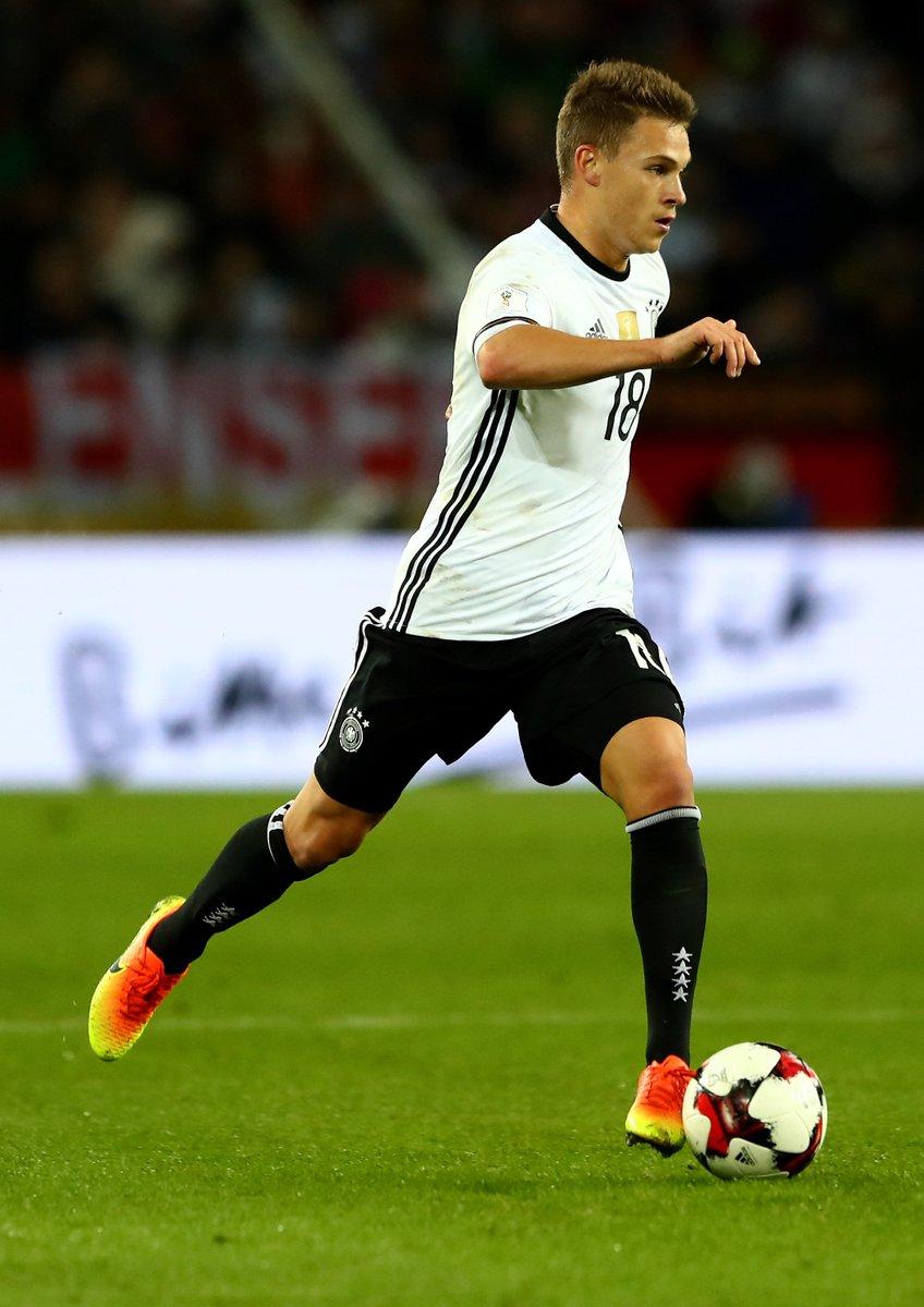Joshua #Kimmich und @matshummels stehen beim @DFB_Team in der Startelf...
