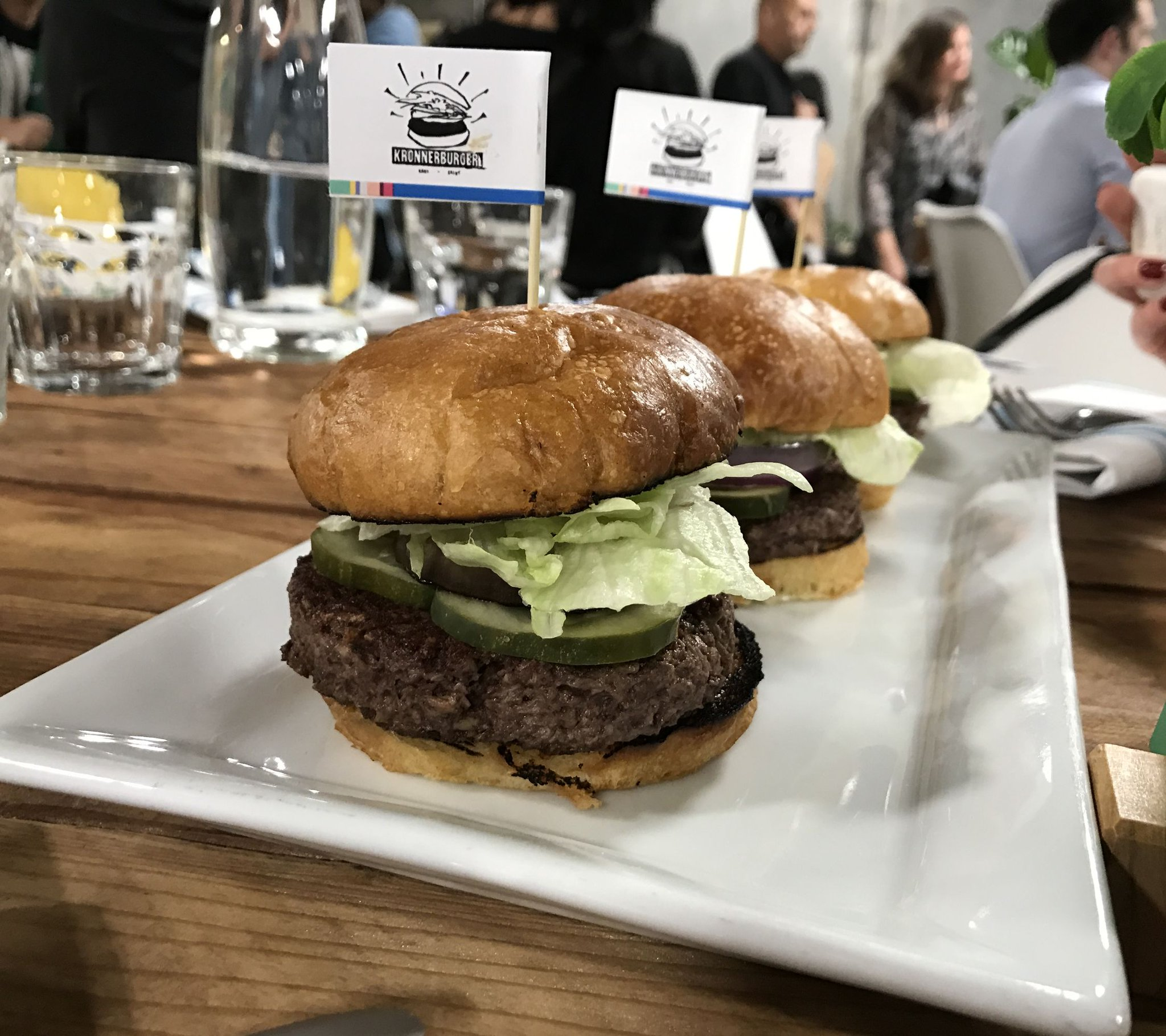 Impossible Foods plans meatless world domination with new Oakland production facility https://t.co/kvYc2q60Z2 https://t.co/Lf2G82W0ZJ