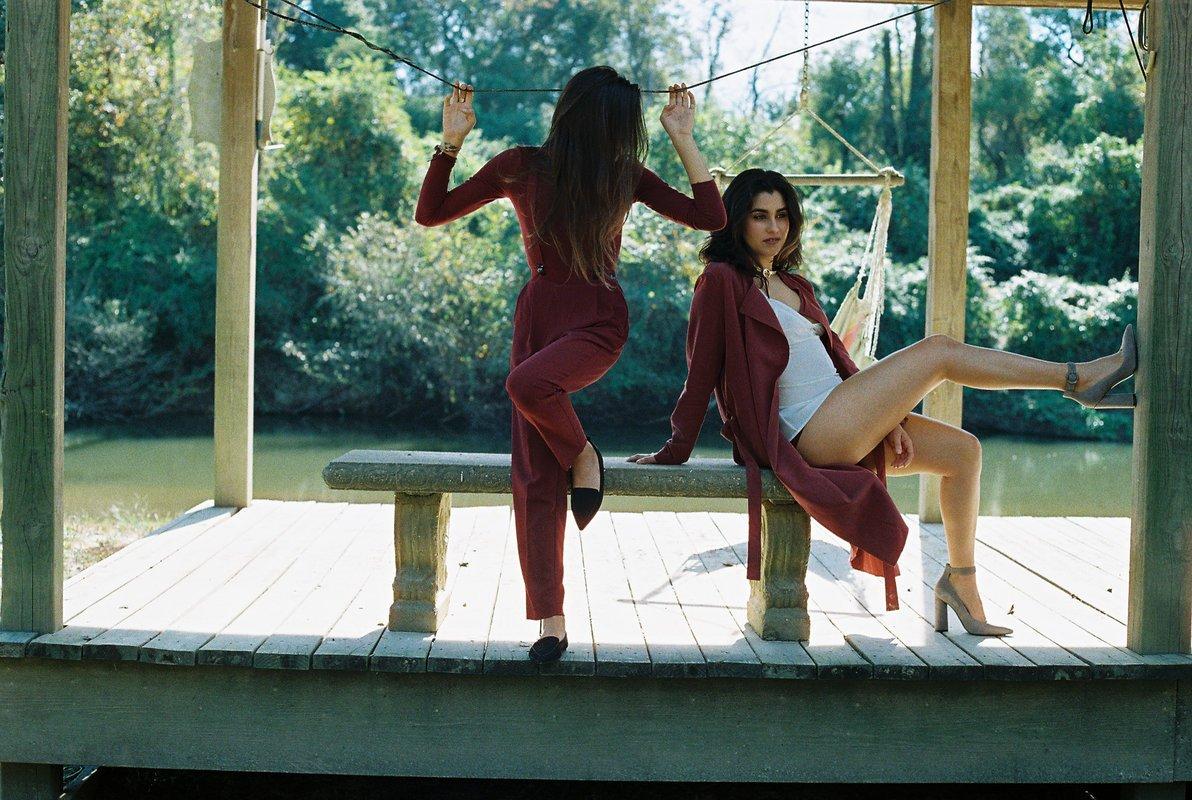 Lauren Jauregui e amiga, Lucy Vives, fazem ensaio sensual juntas https...