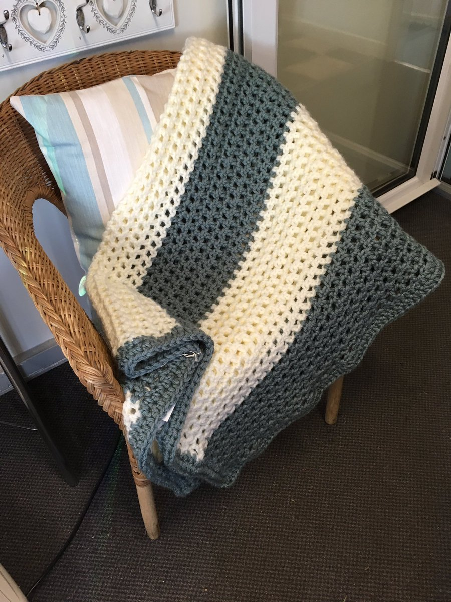 Handmade crochet super chunky throw #crochet #throw #blanket #frodsham #HandmadeHour<br>http://pic.twitter.com/rWobkDHkwy