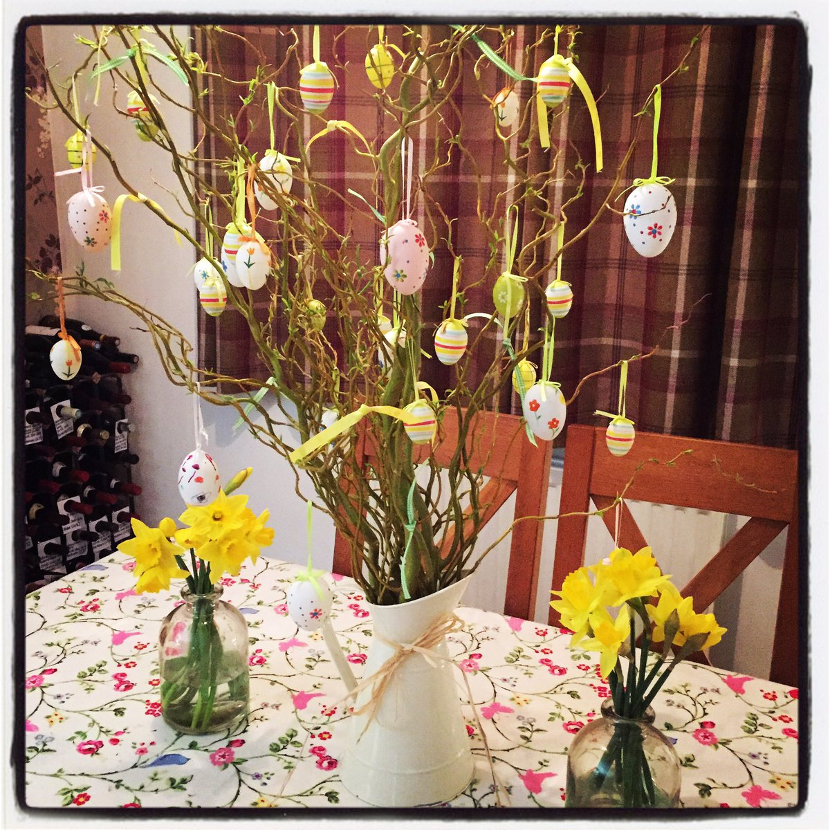 Just constructed my Easter tree, love a bit of Spring & colour in my house! https://t.co/TKOLCTRH19