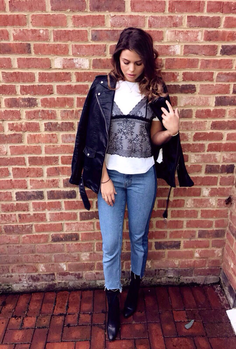 Playing dress up. Top & jeans @MissyEmpireUK https://t.co/qUbYdWgV...