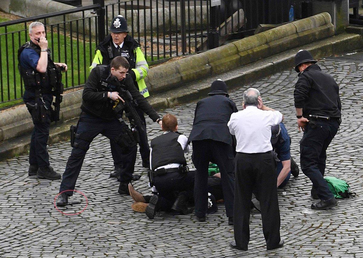 'Não estou com medo, sou do Rio', diz à CNN brasileiro testemunha de ataque terrorista em Londres https://t.co/1SPxC9JjoD