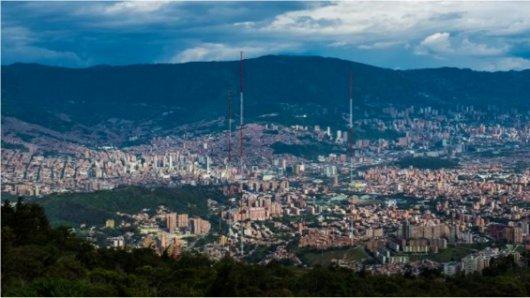 Declaran #AlertaRoja ambiental en Medellín por calidad del aire. https...