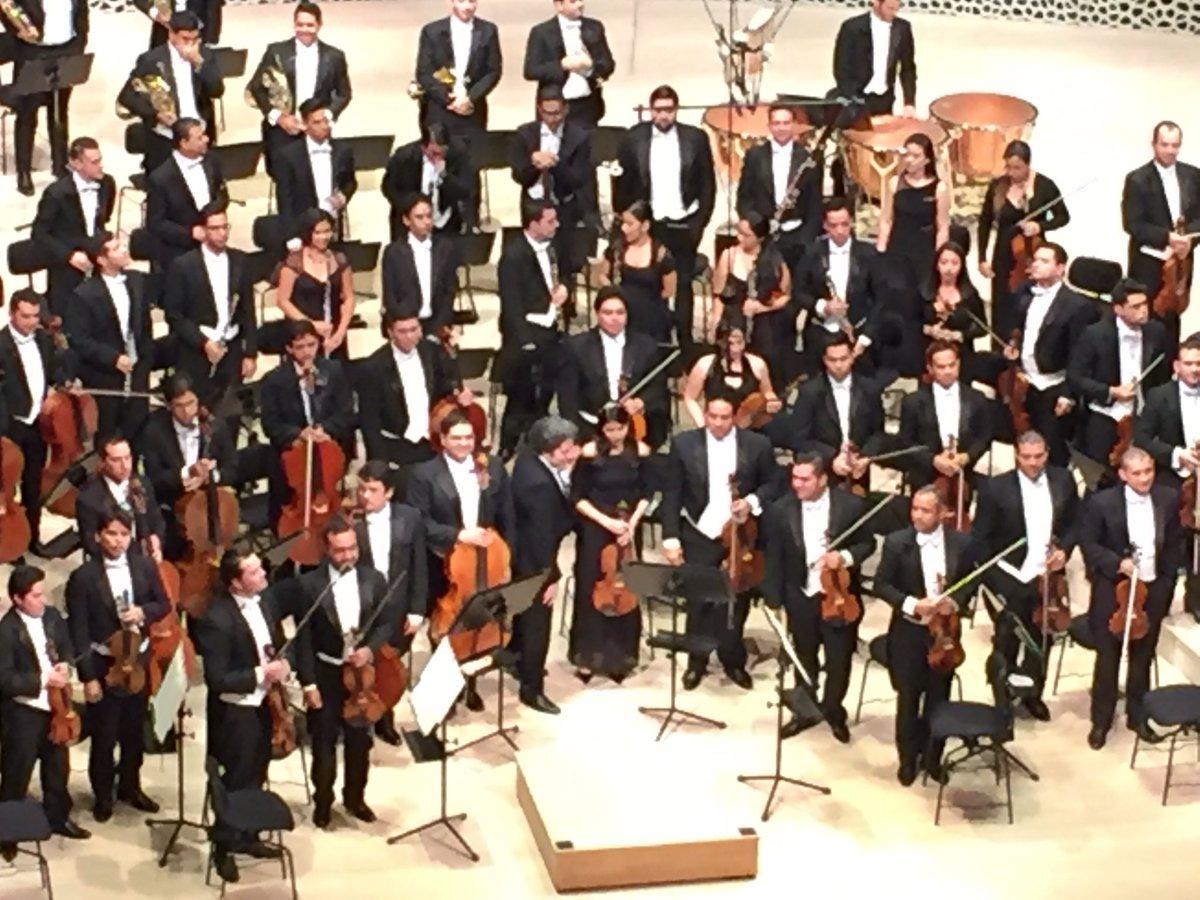 Musica de #Beethoven, Orquestra Sinfónica de #Venezuela y @GustavoDuda...
