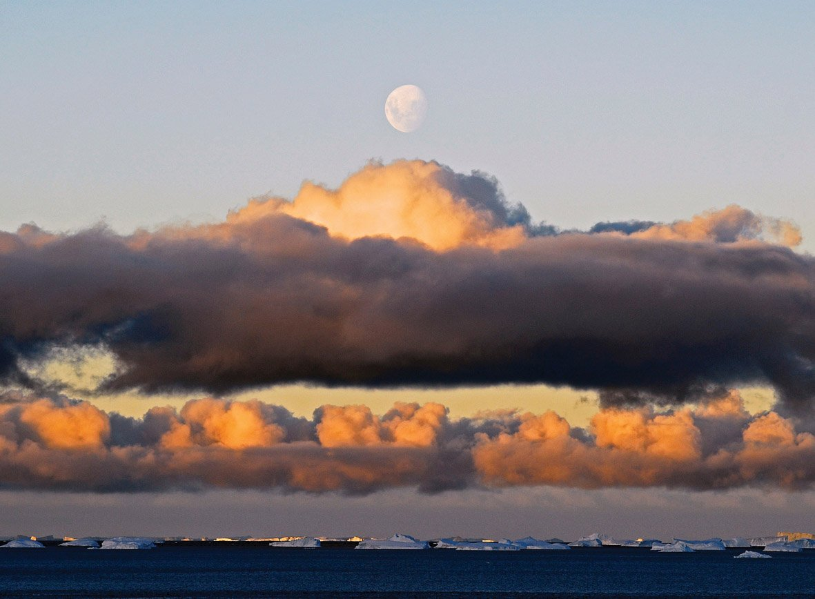 The coolest #clouds are above #Antarctica & the Southern Ocean #Wo...