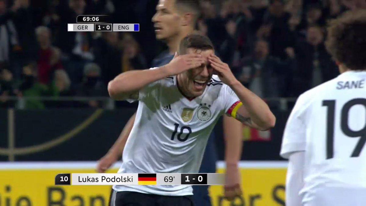 Wat een knal! Lukas 'Prinz Poldi' #Podolski neemt op koninklijke wijze...