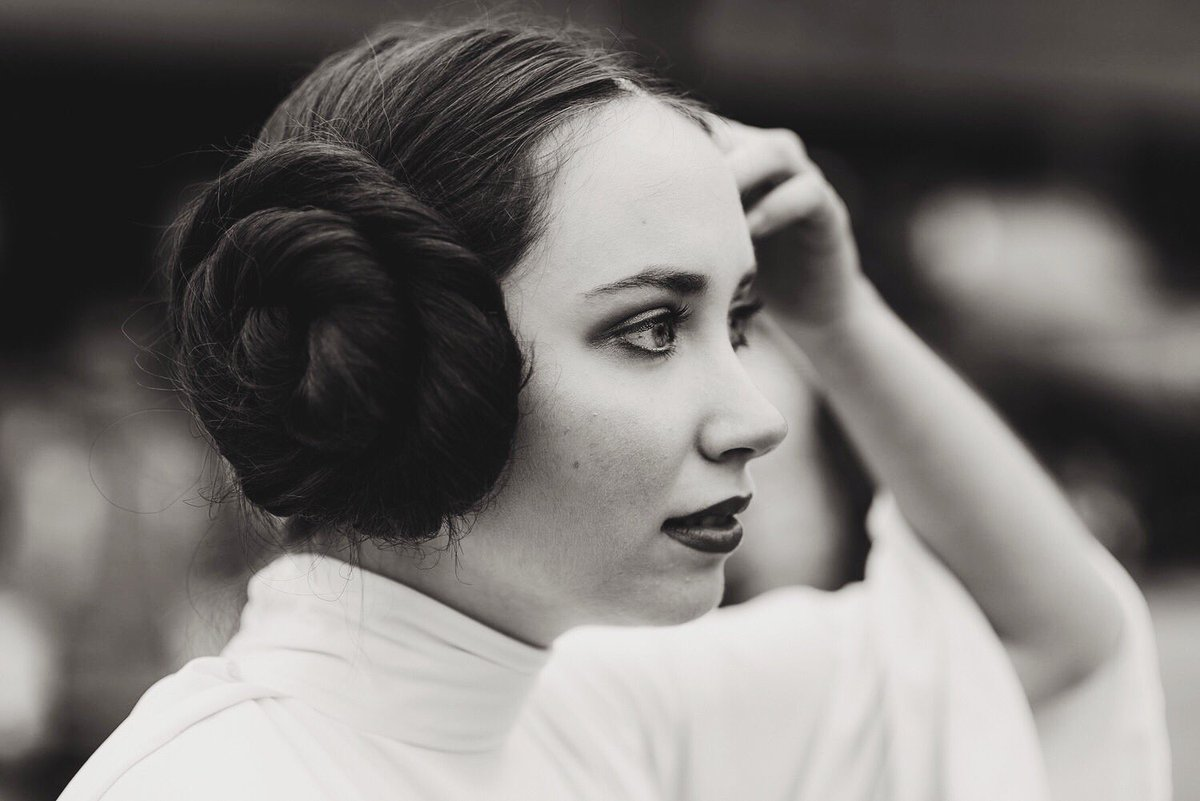 If looks could kill, Leia would take on the Empire all by herself.   #StarWars #princessleia <br>http://pic.twitter.com/iCyKRsoKyo