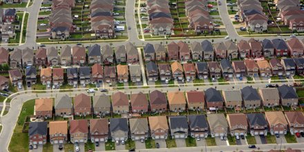 Canadian seniors live in suburbs, and that's a big problem: report htt...