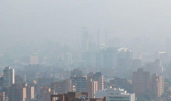 Decretan #AlertaRoja por contaminación en #Medellín https://t.co/pJwZX...