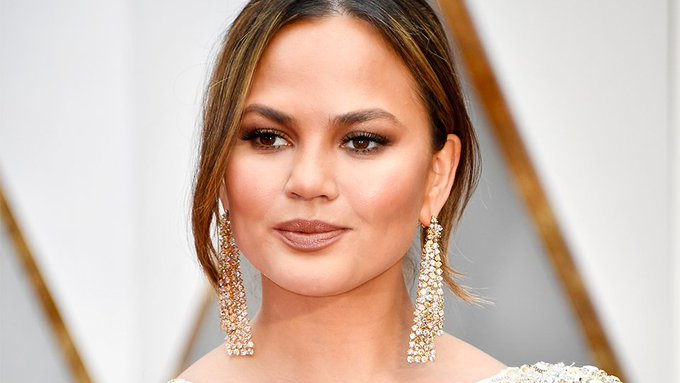 10 Times Chrissy Teigen's Makeup Was Weirdly Perfect