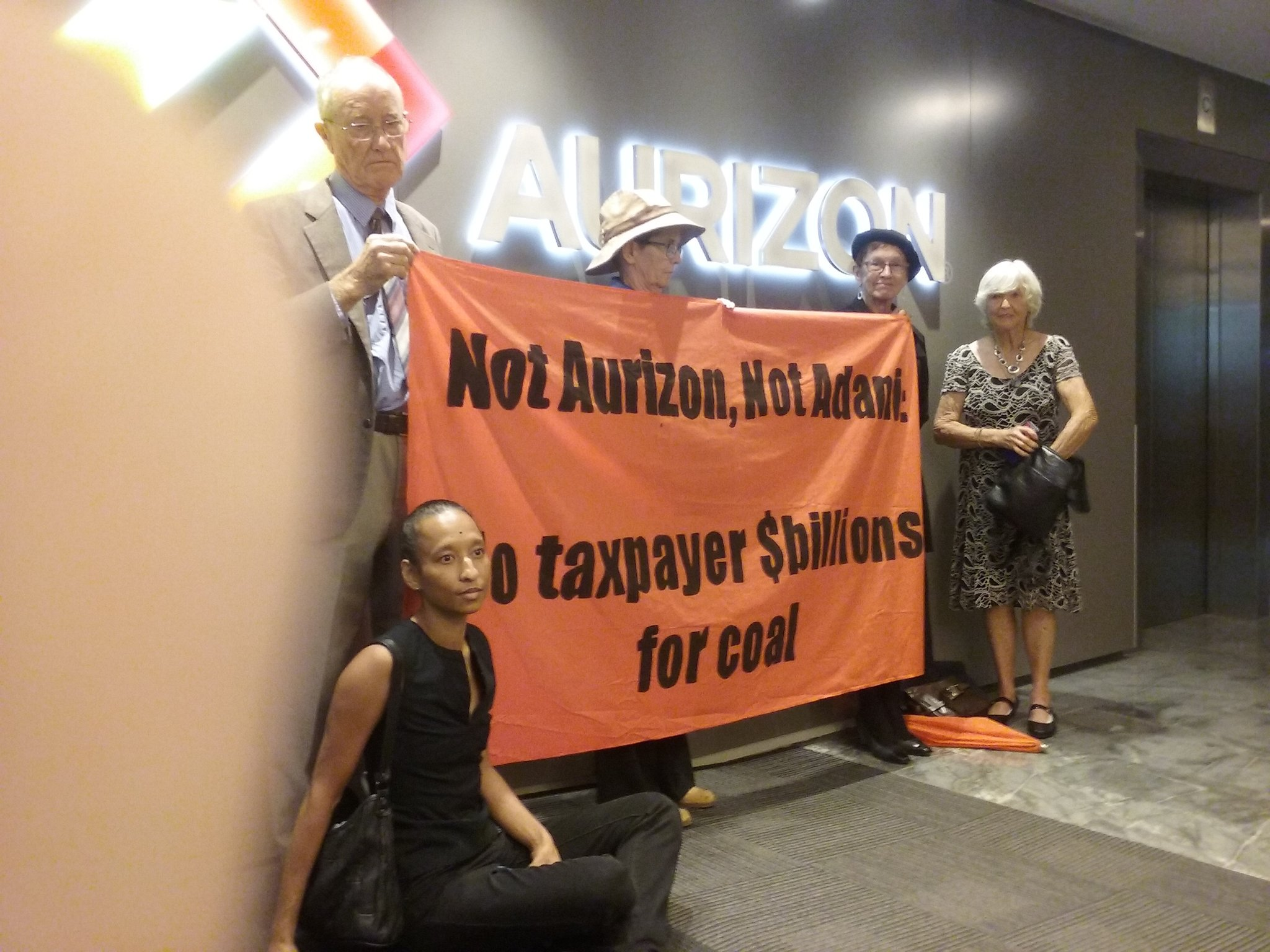 Aurizon has called police to remove protesters calling for taxpayer money not to go to Adani/Aurizon rail #nohandoutsforcoal #stopadani https://t.co/iE3dFY9gL1
