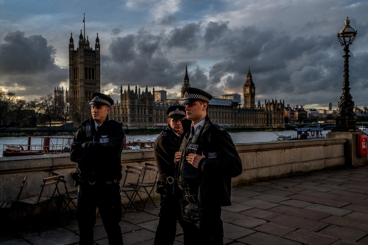 Remarkable shot by Andrew Testa for @nytimes Stay safe London https://t.co/fwXo7nRP7q