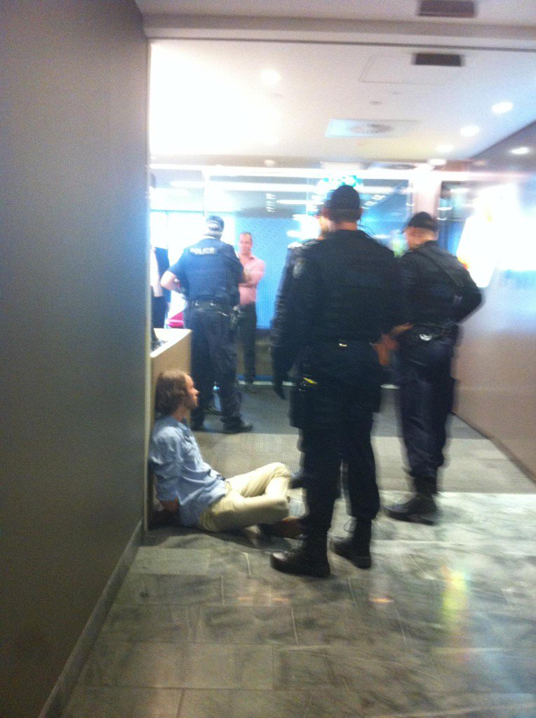 5 peaceful protestors arrested at Aurizon HQ over grubby handouts for coal #StopAdani #nohandoutsforcoal https://t.co/zBInUt4wQA