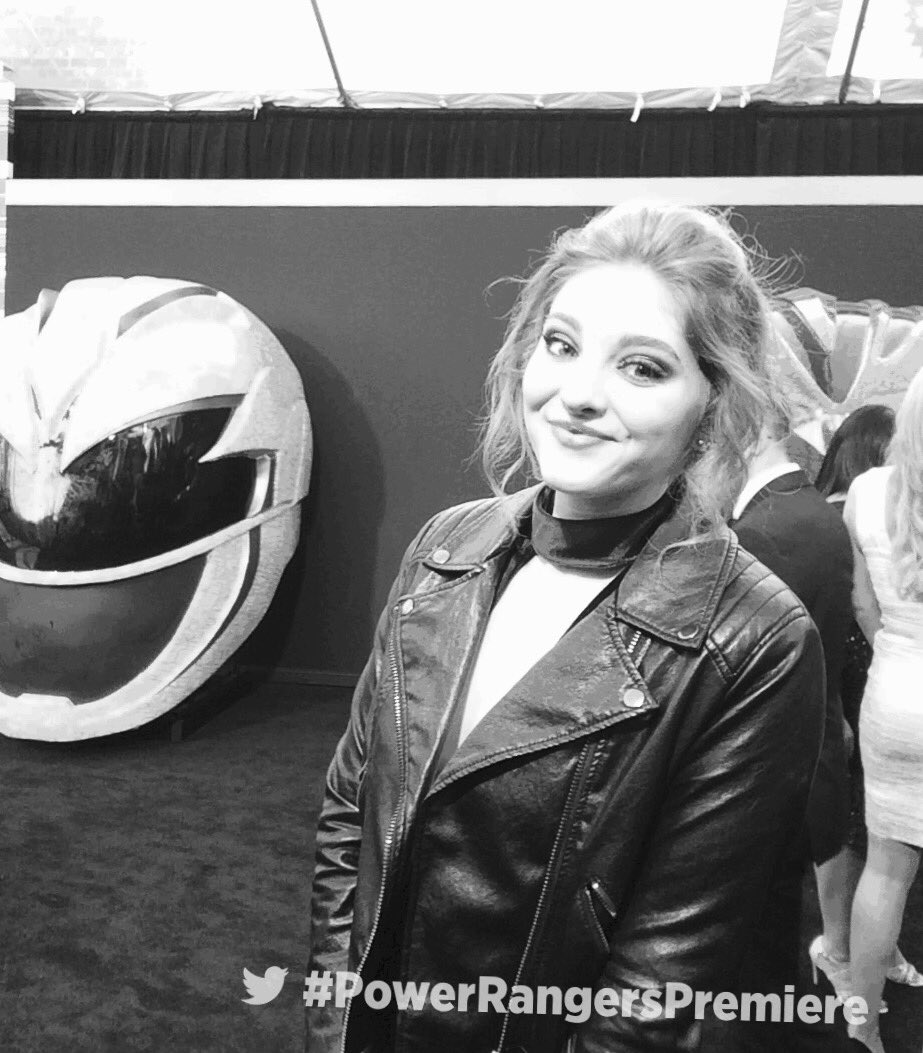 .@WillowShields strikes a pose on the red carpet at the #PowerRangersPremiere ⚡️🔥