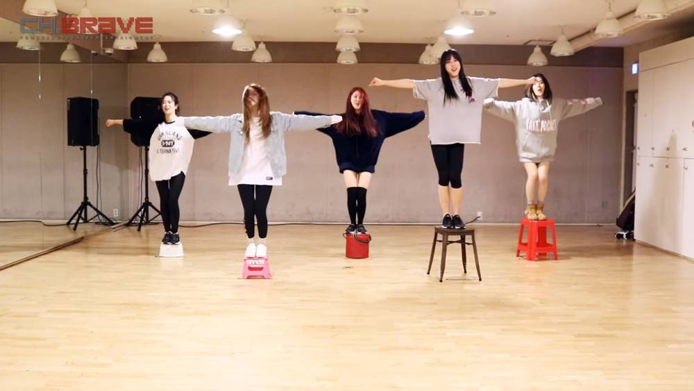 Brave Girls try their 'Rollin' choreography in 5 different chairs http...