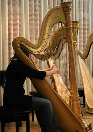 TODAY: #Harp and #woodwind students collaborate performing music by Cras, Ibert &amp; Bissill. DJRH, 1.05pm  http:// bit.ly/2mvvAtM  &nbsp;  <br>http://pic.twitter.com/ohY90yzJTO