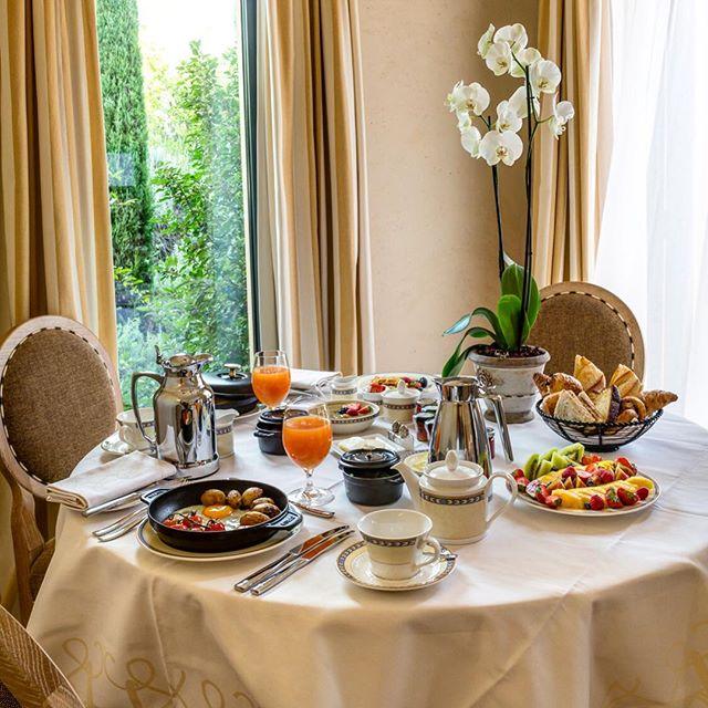 Avant le #golf, un bon petit déjeuner  : @Terre_Blanche   #Breakfast #TerreBlanche #TerreBlancheResort #golf #cotedazurfrance #var<br>http://pic.twitter.com/zFV5OfRkQE