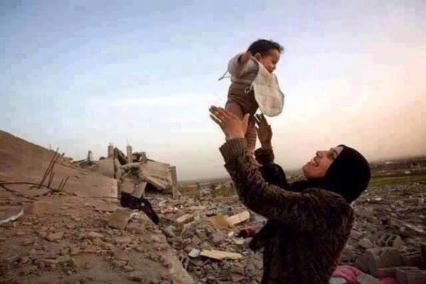 La vie, + forte que la mort et le chaos... #Gaza #Palestine <br>http://pic.twitter.com/S9pLoji8g0