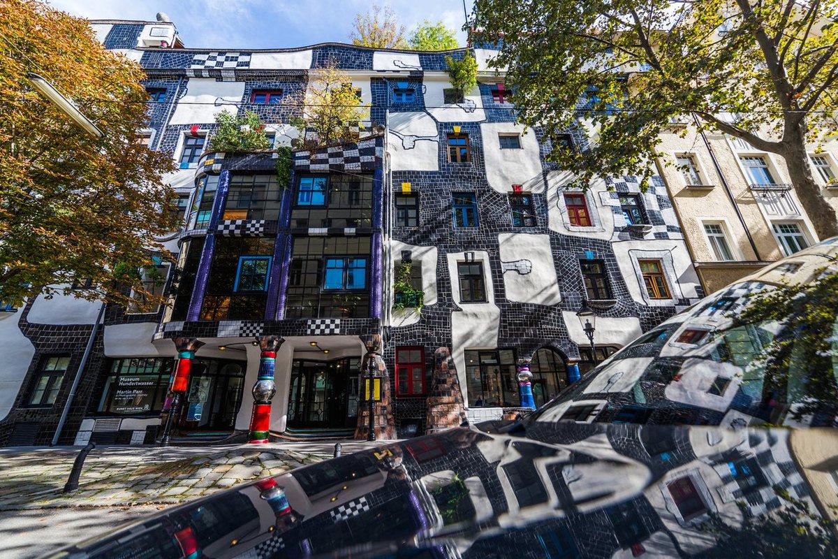 #BLOG // On vous dévoile ici nos 5 incontournables d'un séjour à #Vienne  http:// ow.ly/eKuE30a9NQ9  &nbsp;   #voyage #conseils<br>http://pic.twitter.com/Sl41Yimdl1