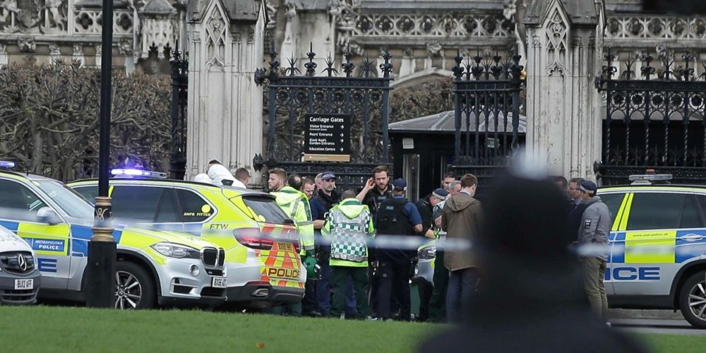 RT sudouest: Attentat de Londres : Tobias Ellwood, le député devenu héros malgré lui  http://www. sudouest.fr/2017/03/23/att entat-de-londres-tobias-ellwood-le-depute-devenu-heros-malgre-lui-3302379-7.php &nbsp; …  <br>http://pic.twitter.com/Y1Q3fQR2dw #pol…