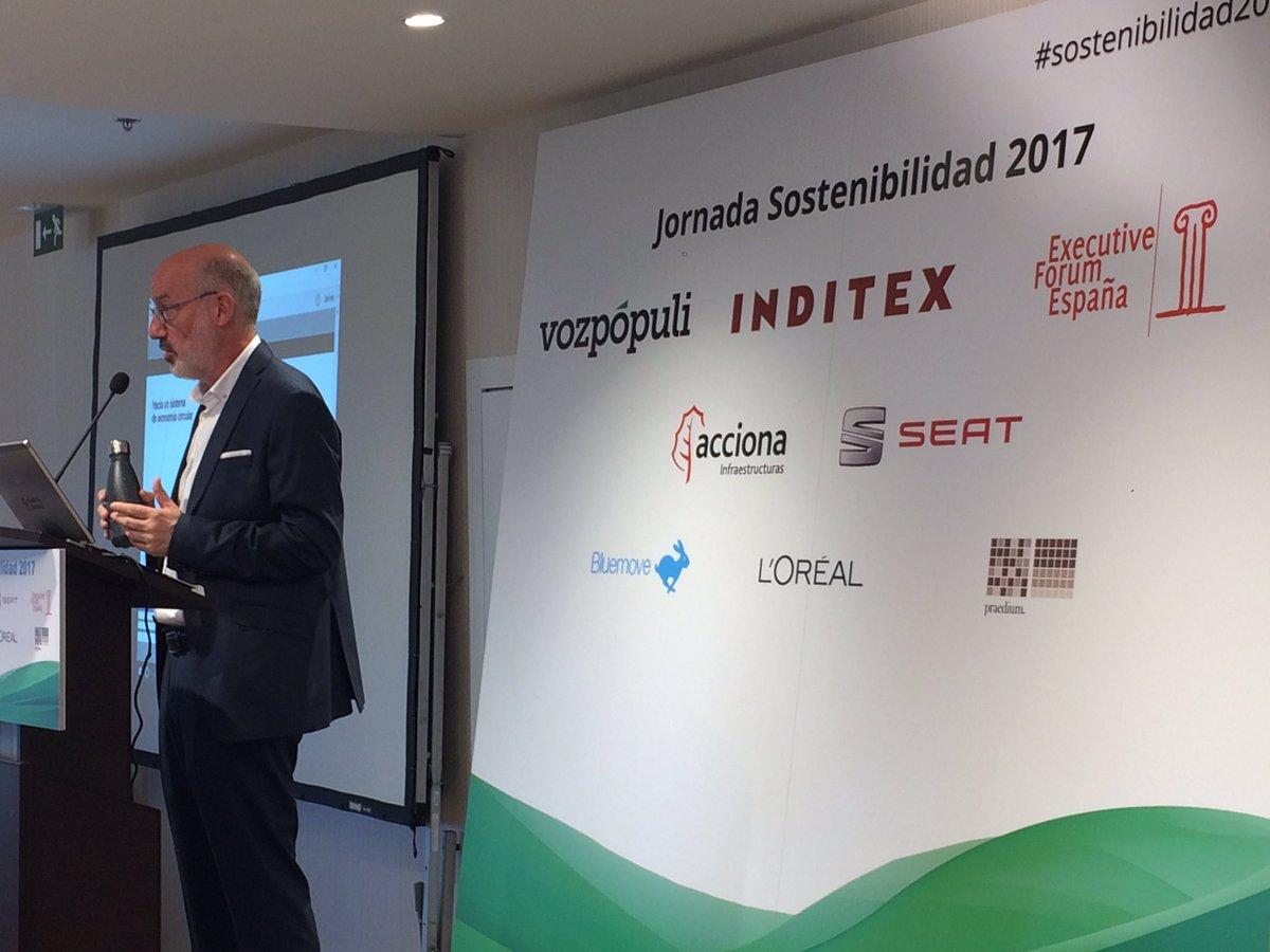 #AntonioÁlvarez: &quot;Si quieres ser innovador tienes que añadir la sostenibilidad al modelo de negocio&quot; #Inditex #Sostenibilidad2017 @exeforum1<br>http://pic.twitter.com/iXEMKBaCp4