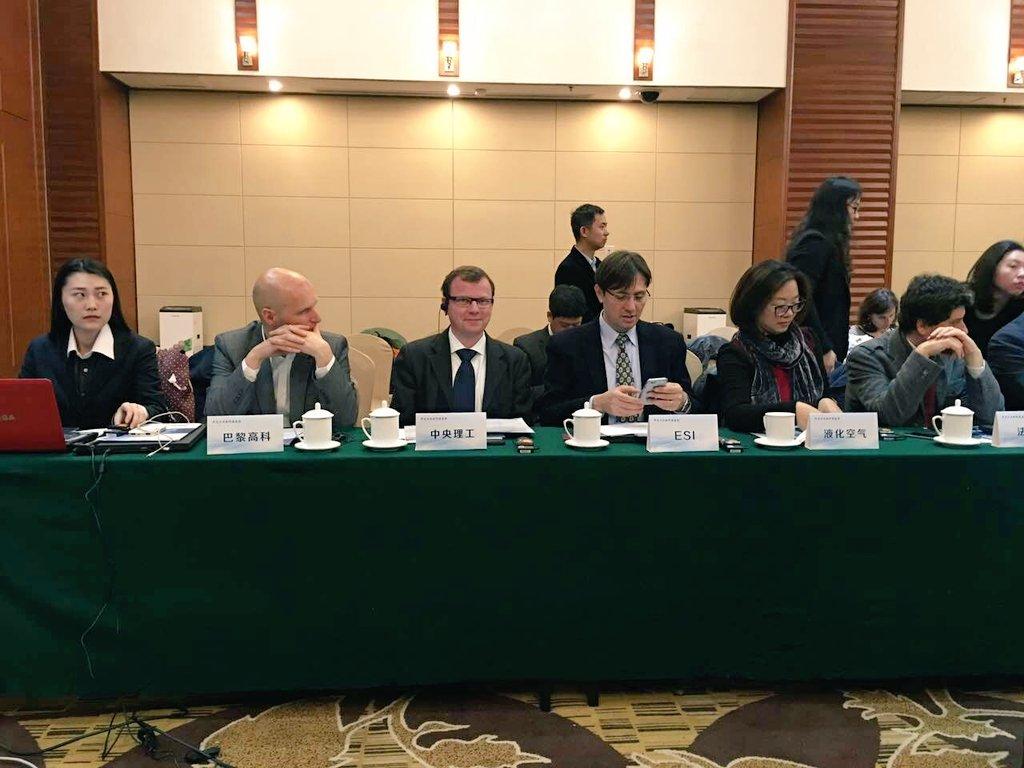 @centralepekin est à la table ronde pour la coopération industrielle #france #chine. @Zelig33 @WeiRomain<br>http://pic.twitter.com/Nr7f4GsFGq