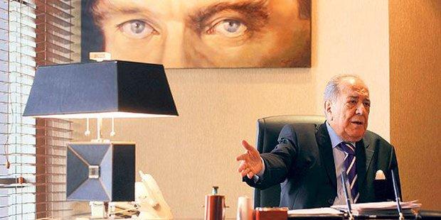 Büyük Kulüp'ün 21 yıldır başkanlığını yapan Duran Akbulut hayatını kay...