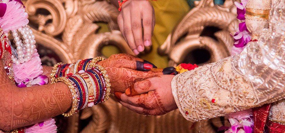 ¿Tienes curiosidad por saber cómo es una boda hindú? https://t.co/Ydk906BwD1 Vía: @enfemenino https://t.co/EL6yyDeL5k