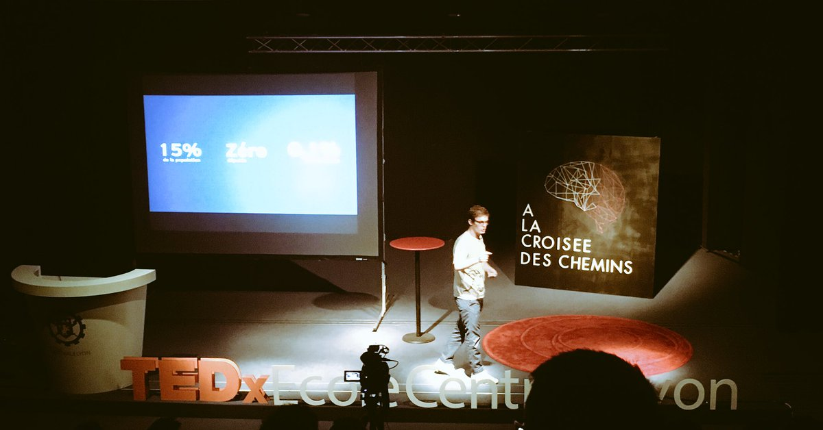 @PierreCazeneuve nous parle des jeunes en politique #democracy #TEDxCentraleLyon<br>http://pic.twitter.com/r2ybXeoOh9