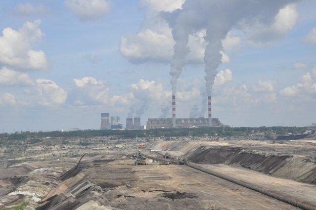 #Chine : la dernière centrale à #charbon de Pékin a fermé  #TVL  https://www. tvlibertes.com/2017/03/22/160 47/chine-centrale-a-charbon-pekin-ferme &nbsp; … <br>http://pic.twitter.com/JOkjiMrJCz