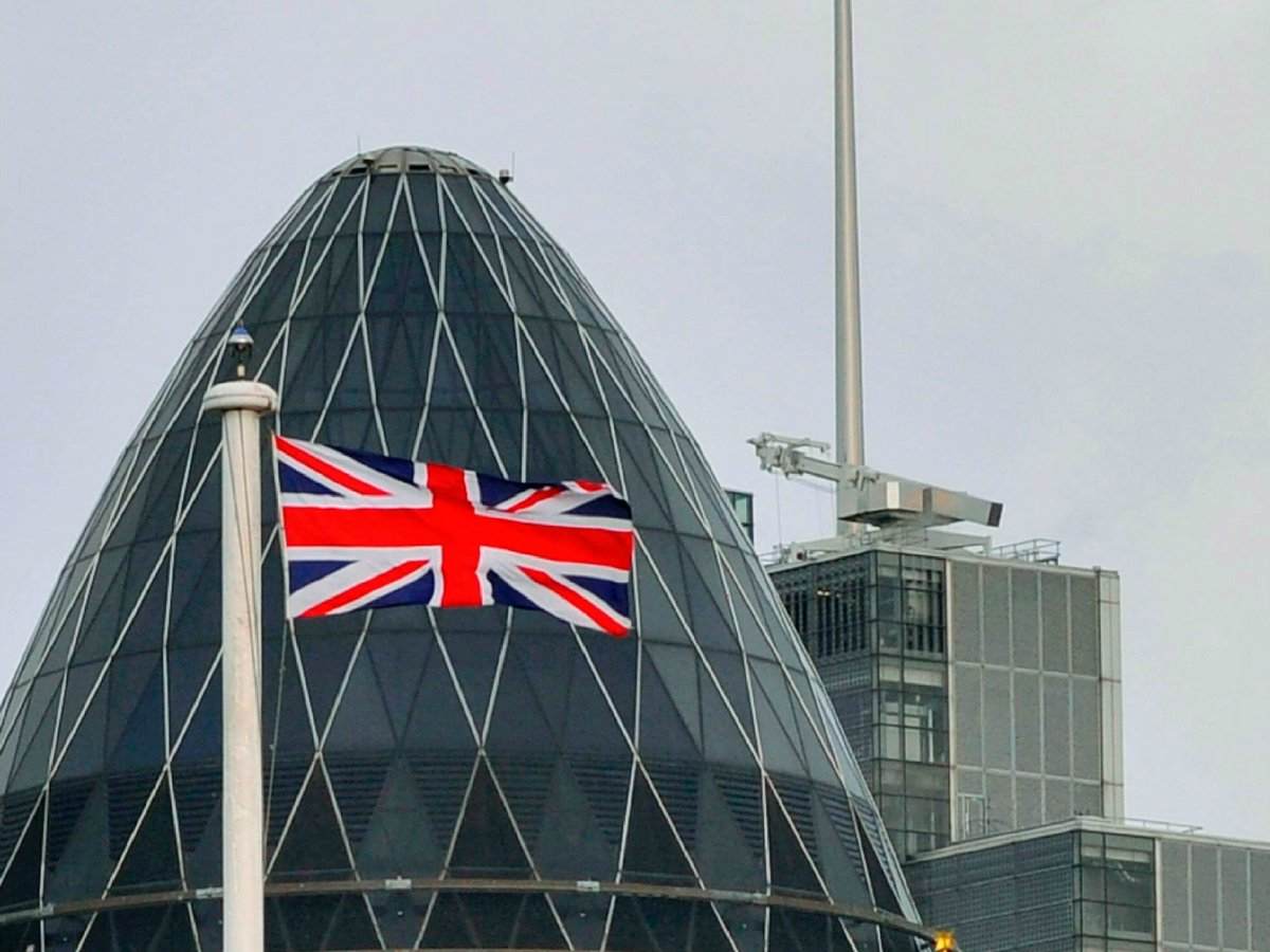 London's #Gherkin building evacuated over smoke in basement, a day aft...