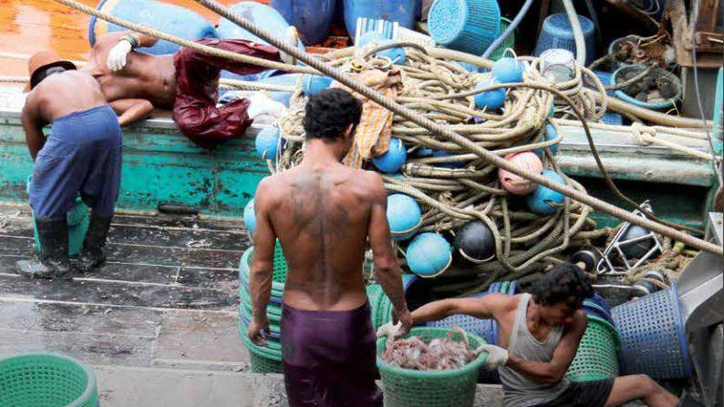 Thaïlande: des trafiquants condamnés pour esclavage sur les bateaux de pêche   https:// limportant.fr/infos-monde/3/ 360004 &nbsp; …  #Monde <br>http://pic.twitter.com/N5Hyzw7LR8