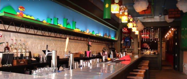 Un bar dédié à #SuperMario ouvre ses portes  http:// ow.ly/cKt230ab0jL  &nbsp;   #Game #Geek <br>http://pic.twitter.com/SaBA8htGYS