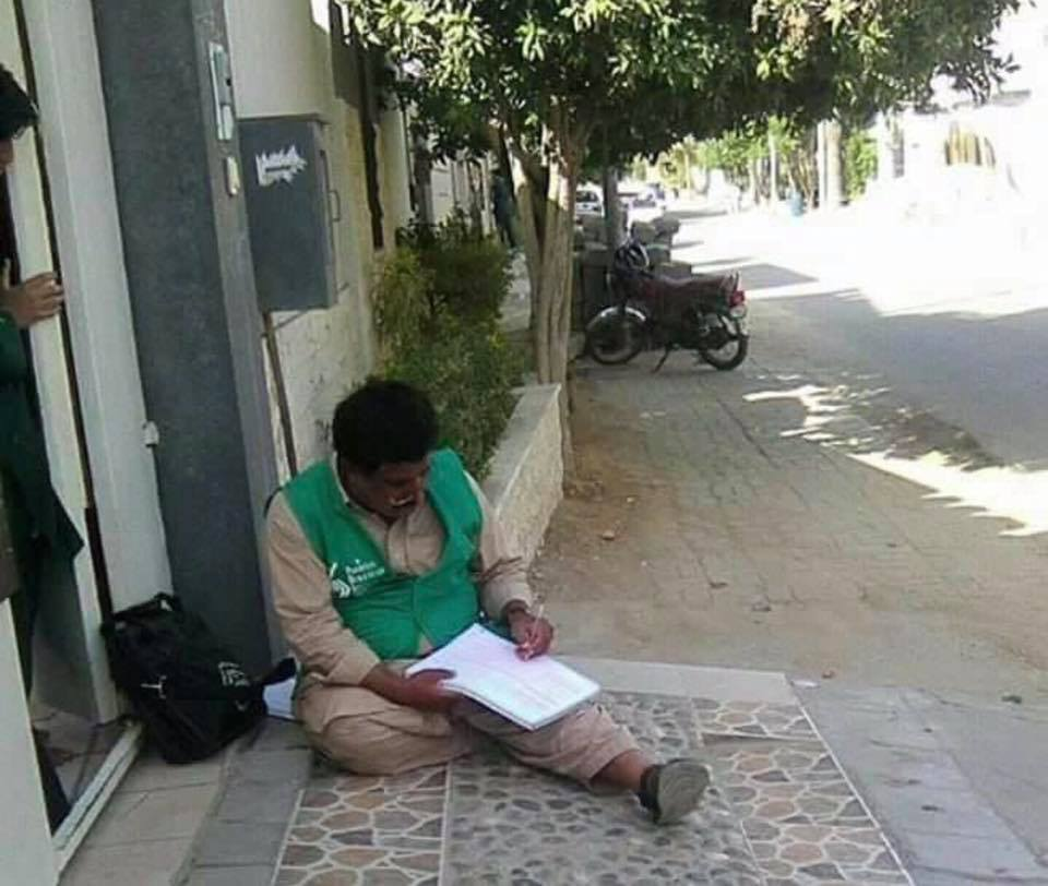 A request to all Pakistanis that please serve these teachers a glass of water, give them a chair to sit. PC: #Fixit #Census #PakistanDay<br>http://pic.twitter.com/SHkzrsnPsm