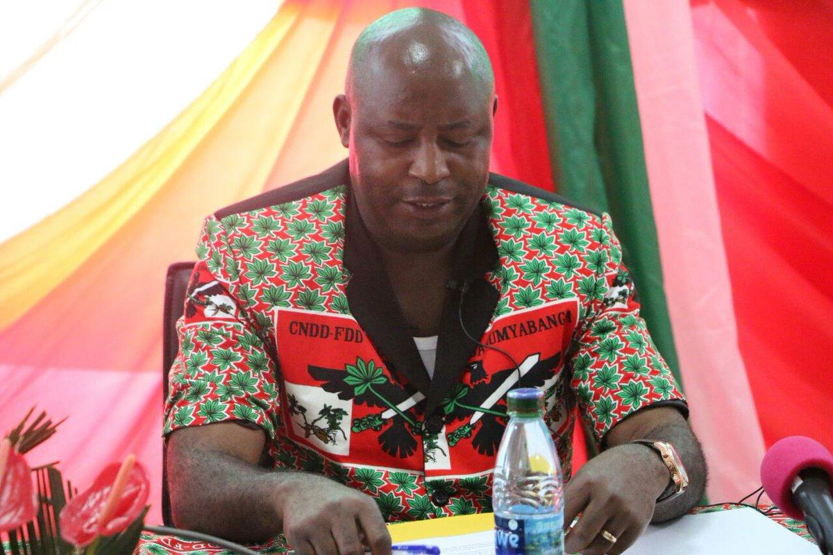 .@e_ndayishimiye: &quot;De l&#39;@UPRONAPARTY en 1961 au @CnddFdd en 2017, la #Chine a été toujours un ami, un frère et un parrain du #Burundi&quot;<br>http://pic.twitter.com/wwNMO6NiRB
