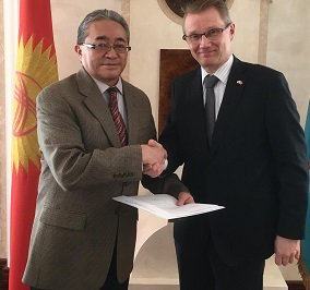25th anniversary dip. relations - congratulatory letters President @niinisto, MOFA Soini delivered in #astana <br>http://pic.twitter.com/0YkCModI4G