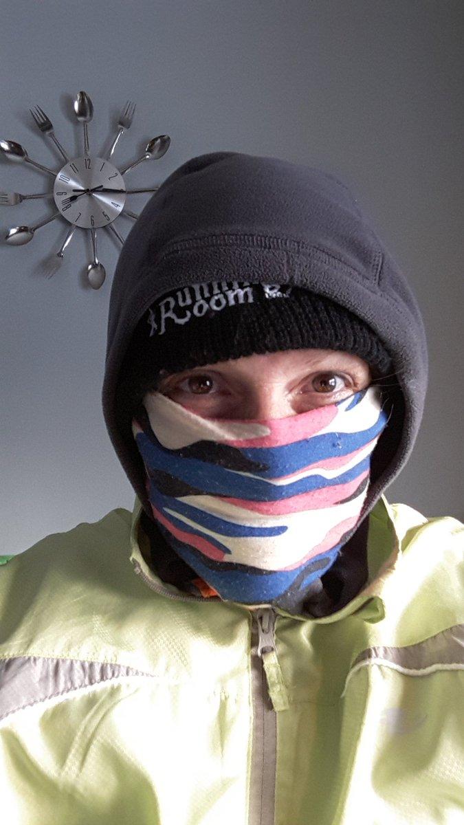Finally dressed. #winterrunning oh wait.. #Springrunning . #allthelayers #longrun #marathontraining #ifitdontkillyouitmake youstronger<br>http://pic.twitter.com/OHZtE3BQAv