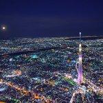 先日撮影した、昇る満月と東京スカイツリー。今日もお疲れさまでした。明日も穏やかな1日になりますように…