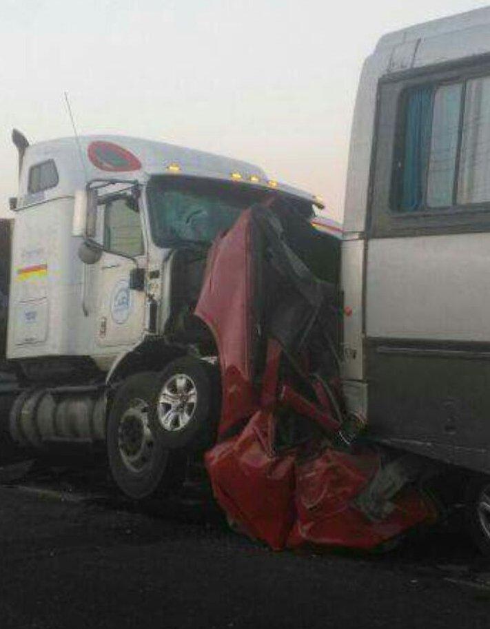 RT @reddeemergencia Accidente deja al menos a 1 persona fallecida ( vehículo rojo ) en ruta 5 norte stgo. altura San Ignacio Quilicura cc @biobio @24HorasTVN