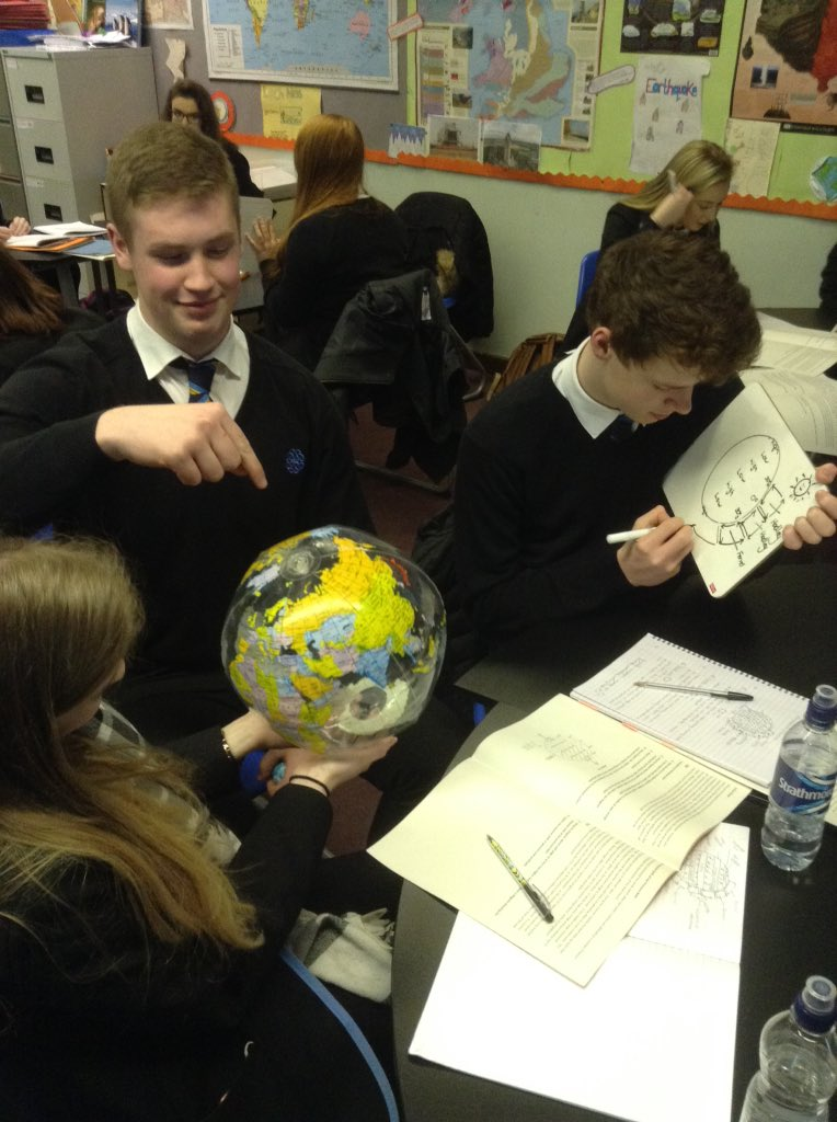 Higher geographers teaching each other about atmospheric circulation #atmosphere #corioliseffect<br>http://pic.twitter.com/QqQYvUWxpa