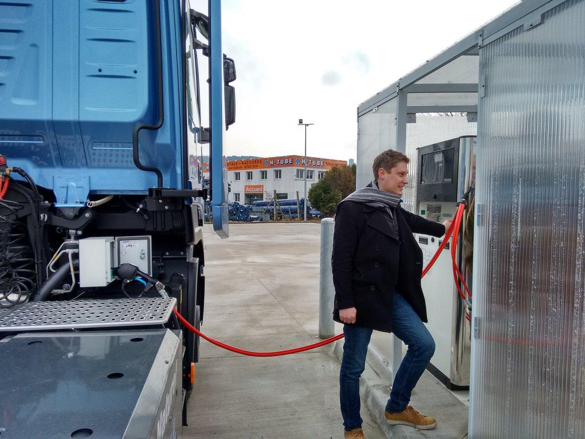 Visite station #GNV @gndrive à #Rouen. Le passage gasoil(bio)gaz , c&#39;est moins de particules, de #GES et de bruit ! #transitionenergetique <br>http://pic.twitter.com/2EkmvsYOM7