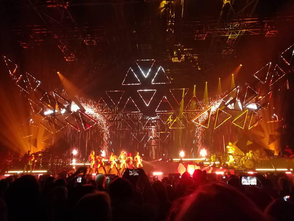 Très Très beau concert de @MPokora hier soir au #Zenith de #Paris  Ce #mywaytour valait le déplacement<br>http://pic.twitter.com/YTEpjuUJ1Q