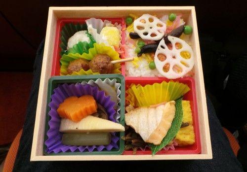 À la découverte du bento : qu'est-ce que c'est et où en acheter ? - VOYAPON  http:// buff.ly/2mY2IXd  &nbsp;   #cuisine #japon<br>http://pic.twitter.com/2Im4cHd0Eo